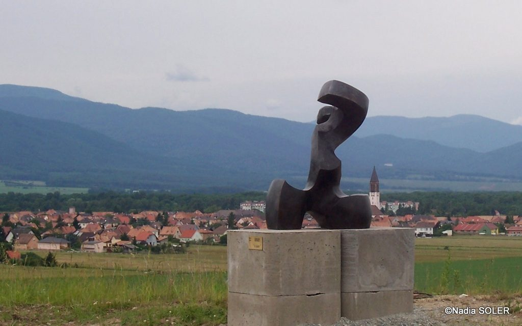 Exposition Terril Amelie 1 Wittelsheim 2008 - avec la ville et les Vosges en arrière-plan