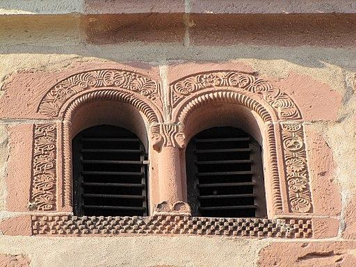 Avolsheim - Chapelle Saint-Ulrich - Baies géminées romanes du clocher