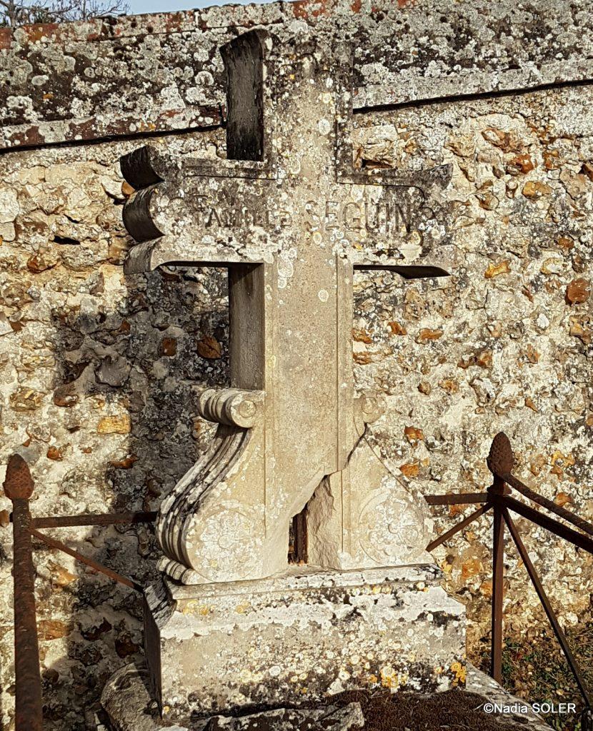 cimetière de Coulombs (28 )- croix