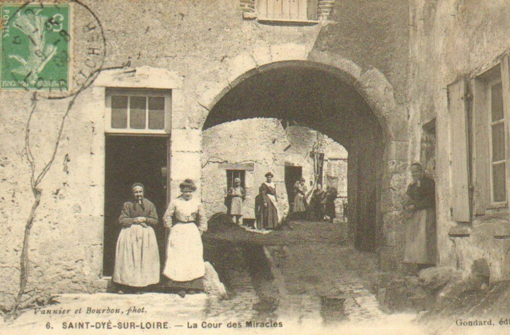 Saint-Dye-sur-Loire - La Cour des Miracles